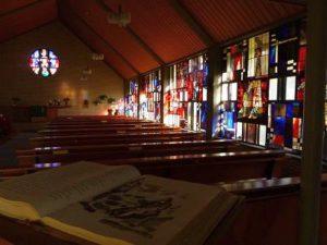 Bild Buntverglasungen an den Kapellenfenstern