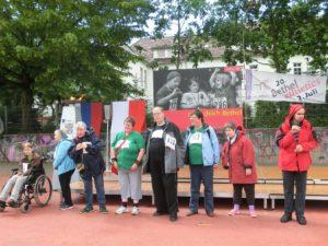 Bei der Teilnehmerehrung (v.li.): Christel Brambrink, Ute Nolting, Gudrun Schübbe, Nicole Schwager, Ernst- Otto Racherbäumer, Marion Buchholz, Anja Majchrzak, Markus Büttner.
