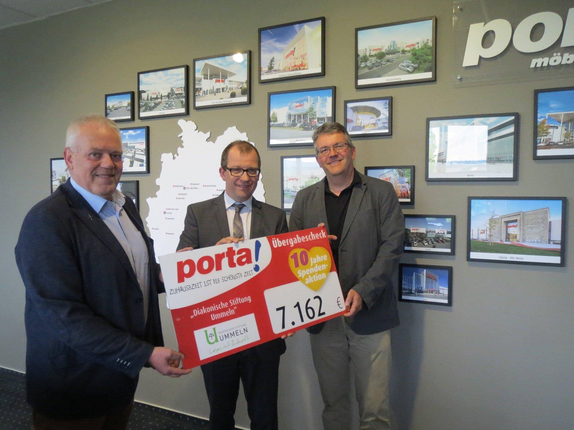 Porta m bel spendet mehr als euro for Porta mobel bielefeld