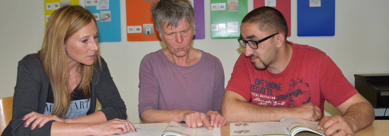 Prüfleser unterstützen das Team des Büros für Leichte Sprache dabei, Texte zielgruppengrecht zu übertragen.