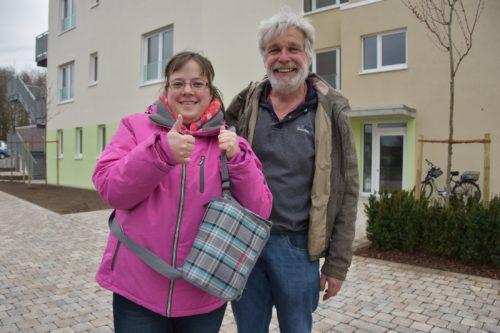 Freude auf den Einzug: Stefanie Reker und Teamleiter Johann Hans.